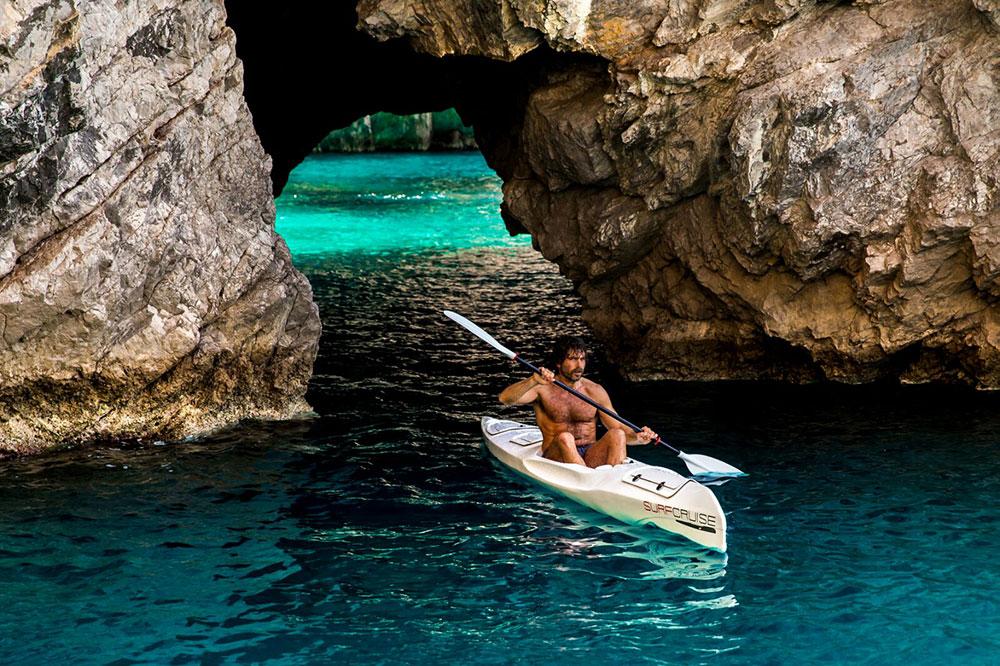 esplorazione ed avventura baie, parchi marini, grotte marine e anfratti in canoa kayak Surfcruise
