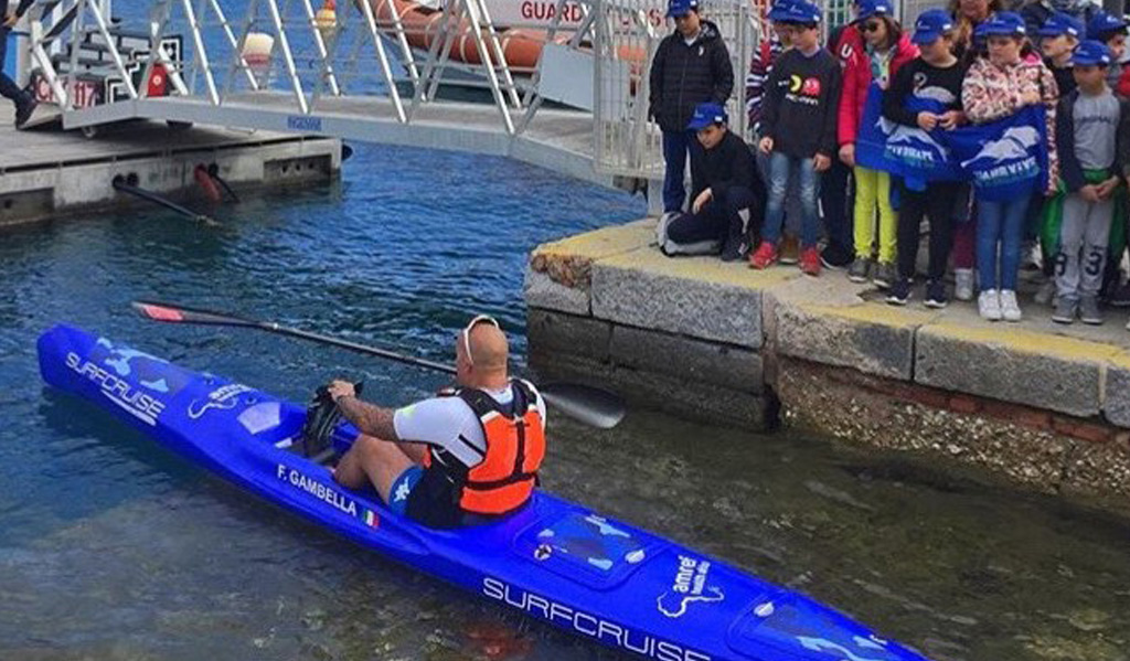 canoa Surfcruise blu Isola d'Elba Porto Ferraio Mare Vivo AMREF