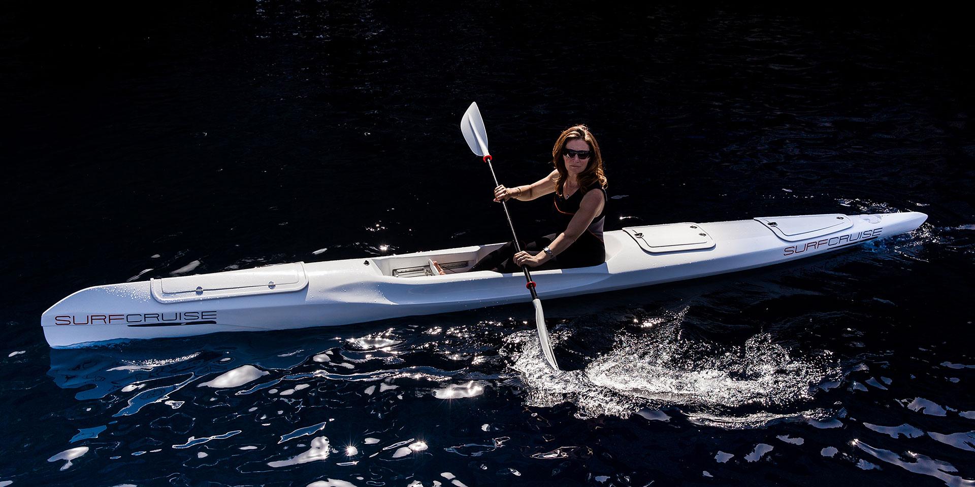 donna al mare con canoa kayak surfcruise pagaia corretta postura