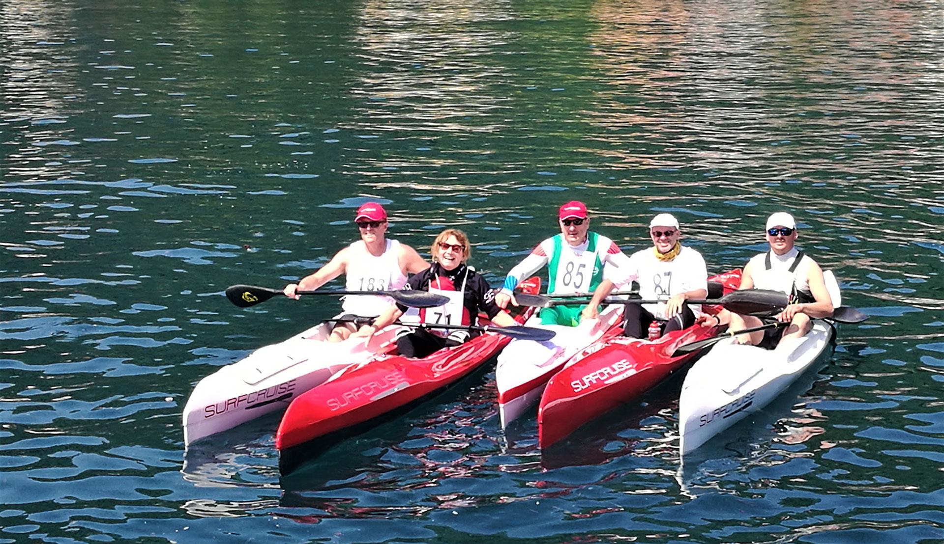gara di canoa, allenamento competizione e divertimento sul lago kayak Surfcruise, gruppo canoisti