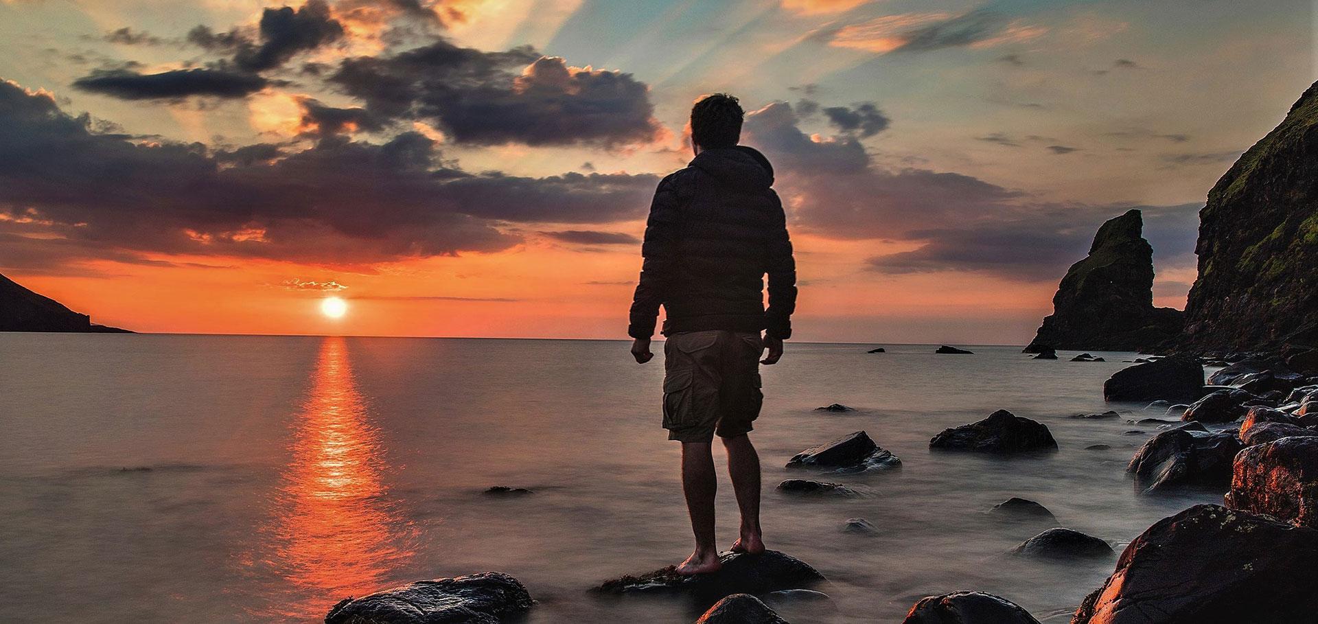 tramonto emozionale al mare uomo esplorazione e natura